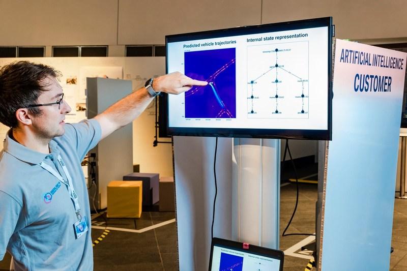 10.人工智能可以分析并预测交通状况,对自动